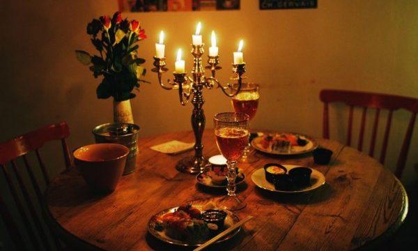 tips merencanakan makan malam romantis